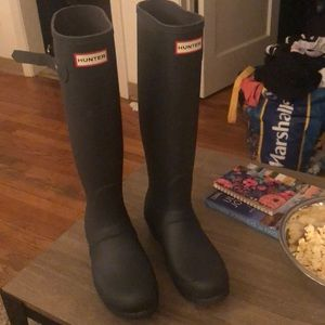 SOLD 💰 Hunter Boots